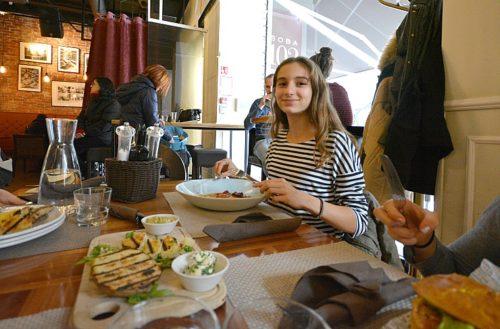 Tips para defenderse con diálogos en inglés en un restaurante